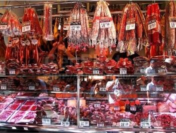 Ассортимент мясного магазина – мясная лавка, колбасный магазин.